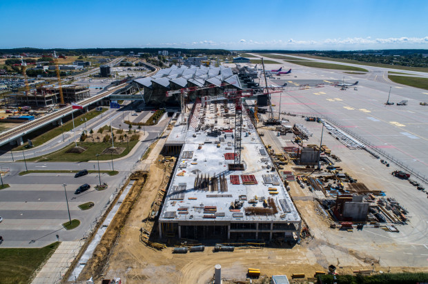 Budowa pirsu zachodniego na gdańskim lotnisku. Stan prac na 20 sierpnia 2020 r.