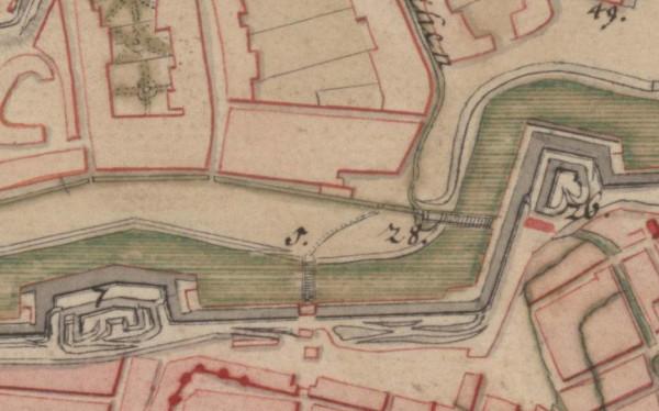 """Fragment plan z 1711 roku. Pod numerem """"28"""" kryje się Targ Konny, nieco wyżej - Koński Wodopój i akwedukt przerzucony nad fosą."""
