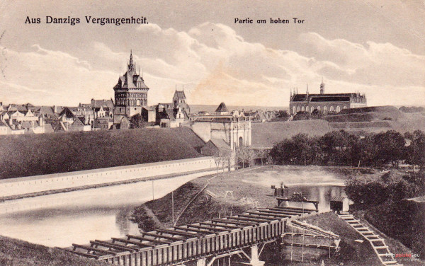 Fotografia z połowy XIX wieku. Na pierwszym planie akwedukt, zaraz za nim relikty Końskiego Wodopoju.