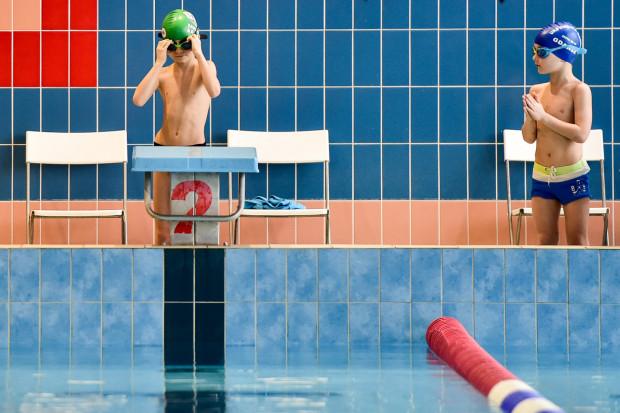 Zdanie egzaminu na kartę pływacką nie jest dziś wymagane, by móc swobodnie korzystać na przykład z wypożyczalni łódek czy kajaków, ale wciąż cieszy się prestiżem. Otwiera także ścieżkę do kursu na ratownika wodnego.