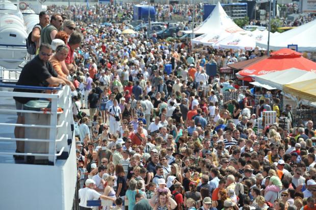 Skwer Kościuszki w Gdyni podczas imprezy Tall Ship Races. Z każdym rokiem mieszkańców Trójmiasta jest coraz więcej.