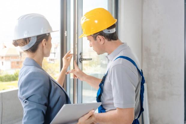 Jeśli zdecydujemy się na odebranie kluczy przed uzyskaniem pozwolenia na uzytkowanie, warto sprawdzić wszystkie szczegóły techniczne i spisać protokół.