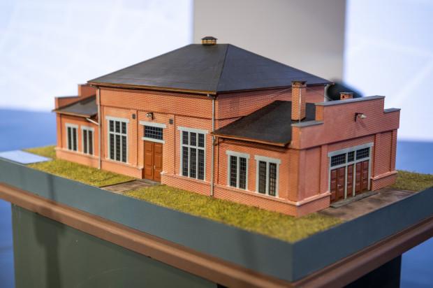 Makiety wybranych budynków, które zostaną zrekonstruowane. Podczas odbudowy zostaną zastosowane specjalne techniki fundamentowania, aby zachować istniejące resztki budowli.