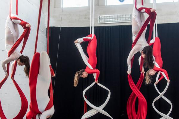 Próba Akrobatycznego Teatru Tańca Mira-Art przed występem na Darze Młodzieży w Singapurze.