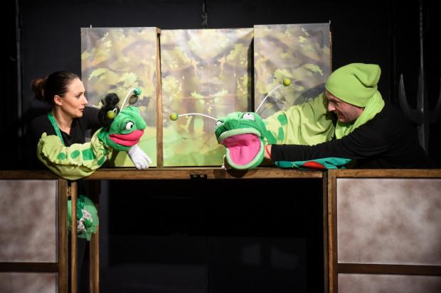 """""""Jasiek i Małgośka, czyli uważaj, robaczku"""" to adaptacja znanej bajki w aranżacji Magdy i Piotra. Sztuka ma na celu edukowanie oraz poszerzanie perspektyw u najmłodszej widowni."""