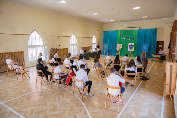 Szkoły od 1 września wracają do nauki stacjonarnej.