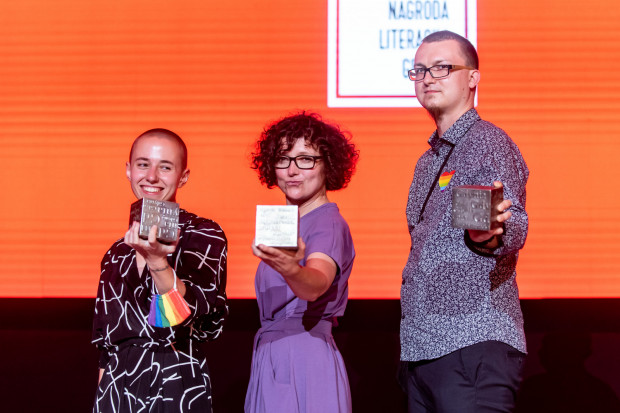 Laureaci 15. Nagrody Literackiej Gdynia: Dorota Kotas, Urszula Zajączkowska i Tomasz Bąk z Kostkami Literackimi. Czwartym laureatem został Piotr Sommer.