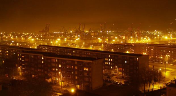 """Podróż N10 pozwala obejrzeć Gdynię z """"nocnej"""" perspektywy."""