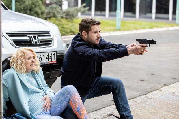 Daniel Śnieżek (Antoni Królikowski) pracując pod policyjną przykrywką, infiltruje przestępczy świat, do którego sam wkrótce się przyłącza. Zyskuje ogromną władzę, za którą zapłaci jednak znacznie większą cenę.