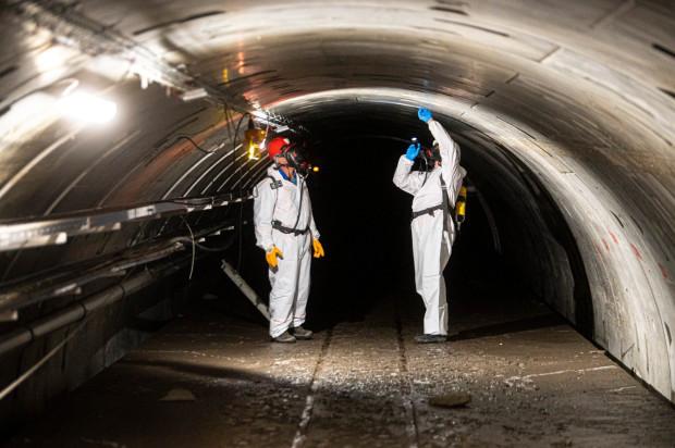 Pracownicy MPWiK i eksperci zewnętrzni (Politechnika Krakowska i Politechnika Warszawska) badali tunel pod Wisłą w Warszawie, gdzie doszło do awarii.