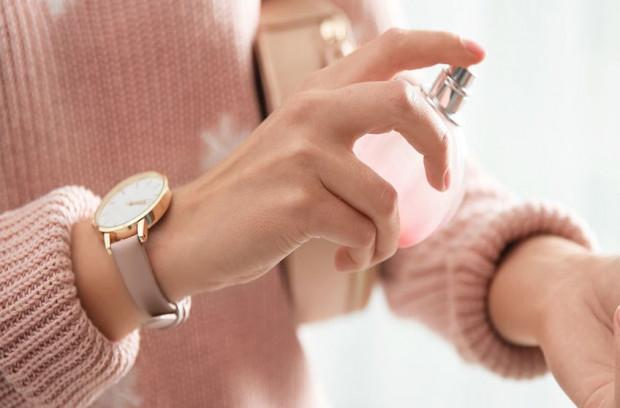 Wybierając perfumy na spotkanie, pamiętajmy, że każdy z nas różni się wrażliwością węchową - delikatny dla nas zapach przez kogoś może być odebrany jako zbyt intensywny.