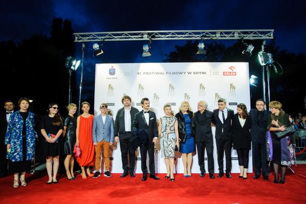 """""""Ostatnia rodzina"""" całkowicie zdominowała 41. Festiwal Filmowy w Gdyni. Debiutancki film Jana P. Matuszyńskiego nagrodzono łącznie czterema statuetkami, w tym tą najważniejszą, Złotymi Lwami."""