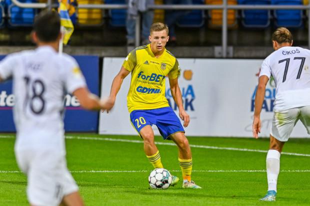 Mateusz Młyński, nadal jest cennym kąskiem dla klubów ekstraklasy, ale Arka Gdynia w I lidze nie ma dla niego obecnie praktycznie żadnej alternatywy.