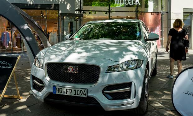 51-latek uszkodził samochód marki Jaguar F-pace, rocznik 2020, warty ponad 300 tys. zł. Zdjęcie ilustracyjne.