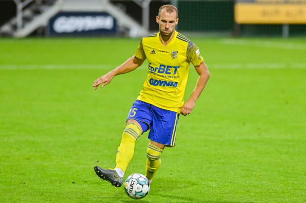 Arkadiusz Kasperkiewicz latem trafił do Arki Gdynia jako środkowy obrońca. Od początku sezonu występuje jednak jako prawy defensor.