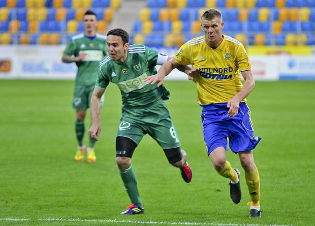 Brat Arkadiusza - Piotr Kasperkiewicz (z prawej0 - grał w Arce Gdynia w sezonie 2011/12.