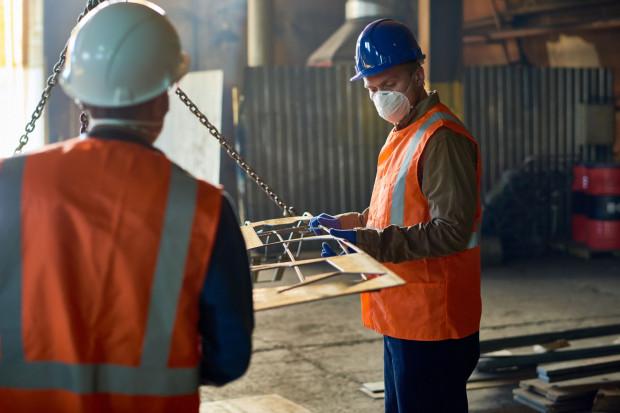 Nawet co siódmy pracownik z Ukrainy zniknie z polskiego rynku pracy. Zostanie ich mniej niż milion - szacują eksperci Personnel Service.
