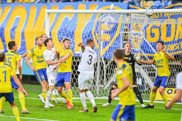 Po rekordowym sezonie, w którym w Arce Gdyni zagrało aż 15 zagranicznych piłkarzy, ich liczba spadła do zera, czego w klubie nie było od 17 lat.