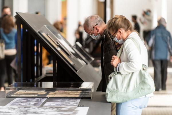 W muzeach i galeriach w Trójmieście odbywa się obecnie wiele ciekawych wystaw. Na zdjęciu wernisaż wystawy Carboland w Muzeum Emigracji w Gdyni.