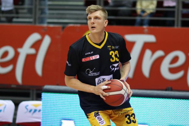 Karol Gruszecki ze średnią 20 punktów jest liderem klasyfikacji strzelców Energa Basket Ligi w tym sezonie. Podobny wskaźnik osiągnęło jeszcze trzech innych koszykarzy.