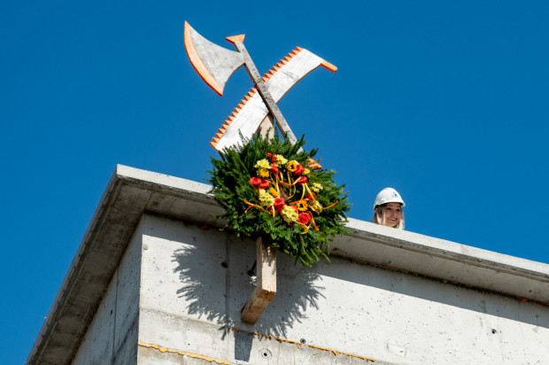 Wmurowanie kamienia węgielnego pod budowę Zakładu Diagnostyki Obrazowej Szpitala im. Mikołaja Kopernika odbyło się 2 października 2019 roku. 10 września br. odbyło się uroczyste zawieszenie wiechy. Finał inwestycji planowany jest na 2020/2021 rok.