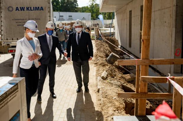 Po części oficjalnej goście mieli okazję zwiedzić budowę.