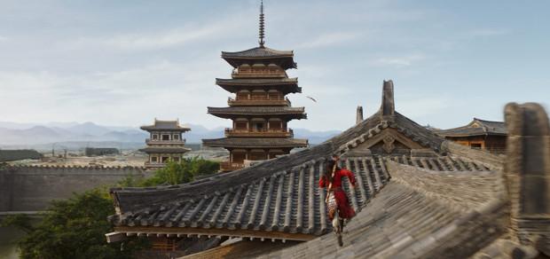 """""""Mulan"""" to przede wszystkim niesamowita feeria barw na ekranie i urokliwe szerokie kadry chińskich plenerów. Nieźle wyglądają też sceny akcji, choć można było pokusić się o lepszą choreografię walk i lepsze ich skadrowanie. Nie zawodzi oprawa muzyczna. Wysokich lotów jest także gra aktorska."""