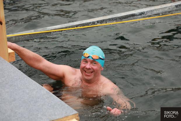 Piotr Biankowski w przeszłości trenował m.in. rugby. Obecnie jeździ po całym świecie i startuje w zawodach pływania ekstremalnego. Szykuje się do pokonania kanału La Manche.