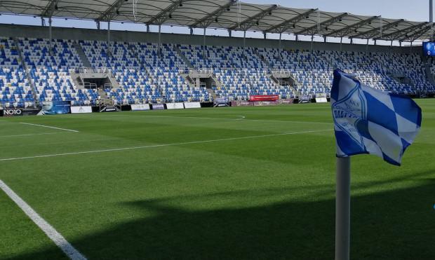 Takie trybuny przygotował Bałtyk Gdynia na Stadionie Miejski na jubileusz 90-lecia klubu.