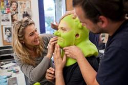 - Nikt nie mówił, że będzie łatwo - przyznają odtwórcy roli Shreka, dodając, że największym problemem jest uciążliwa charakteryzacja.