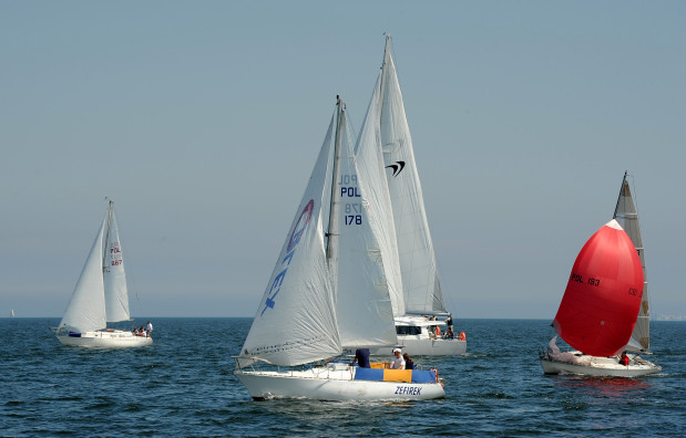 W regatach Błękitna Wstęga Zatoki Gdańskiej może wziąć udział każda jednostka dopuszczona do żeglugi w porze dziennej po akwenie regat. Zgłaszać się można jeszcze w dniu wyścigu.