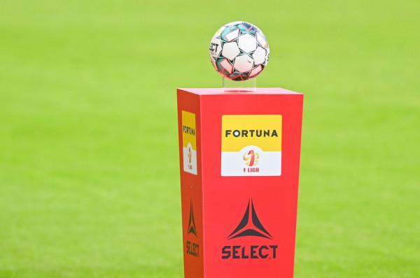 Piłkarze Arki Gdynia wrócili do treningów bez piłkarza, który miał pozytywny wynik na COVID-19 i liczą, że będzie im dane wznowić także rozgrywki Fortuna I liga 18 września.