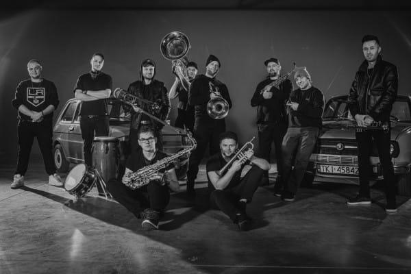 Większość koncertów odbędzie się w Sali Suwnicowej klubu Żak. Wyjątkiem jest koncert zespołu DownTown Brass, który zagrany zostanie plenerowo, na podwórku klubu.