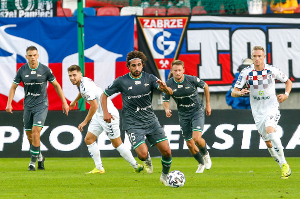 Kenny Saief poprzedni sezon kończył jako skrzydłowy, a nowy zaczął w środku pola. Pomocnik przekonuje, że zamierza walczyć z Lechią Gdańsk o czołowe miejsca w ekstraklasie.
