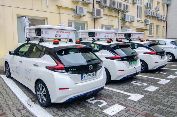 Od tygodnia po ulicach Warszawy jeżdżą już trzy elektryczne pojazdy do e-kontroli w Strefie Płatnego Parkowania. Urzędnicy zapowiadają, że podobny system chcą wprowadzić także w Gdańsku.
