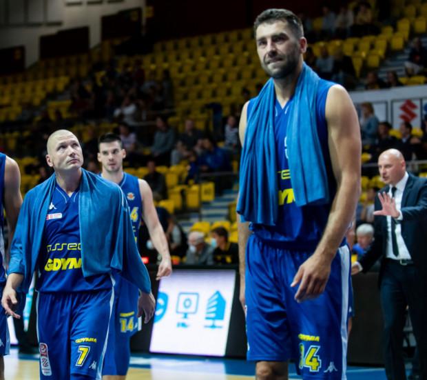 Adam Hrycaniuk (nr 14) zaliczył 13 zbiórek, a Krzysztof Szubarga grał ponad 38 minut, ale i to nie wystarczyło, aby koszykarze Asseco Arki Gdynia sprawili kolejną niespodziankę.