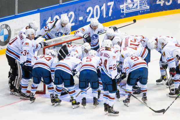 Plan Stoczniowca zakłada w pełni zawodowy klub w ciągu 3 lat. Na razie półamatorski zespół nie wygrał jeszcze meczu, ale potrafił postawić się znacznie mocniejszym rywalom.