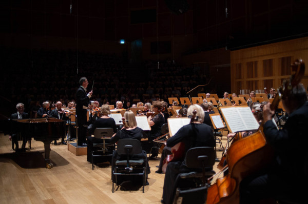 Miniony sezon artystyczny w Filharmonii Bałtyckiej trwał od września do marca. Dyrektor artystyczny orkiestry podkreśla, że był to jednak sezon rekordowy pod względem frekwencji. Najbliższe miesiące pokażą, czy uda się powtórzyć ten sukces.