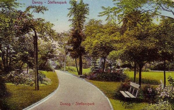Pocztówka z epoki pokazująca, jak zadbanym i atrakcyjnym terenem był park Steffensów na początku XX wieku. Przebudowa al. Zwycięstwa pod koniec lat 70. XX wieku spowodowała likwidację części jego terenu - tj. pasa wzdłuż alei o szerokości ok. 20-30 m - który przeznaczono pod jezdnię. Doprowadziło to do zniszczenia zabytkowego układu przestrzennego i spadku atrakcyjności parku.