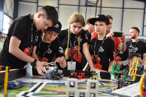 Zajęcia z robotyki łączą w sobie rozwój i świetną zabawę.