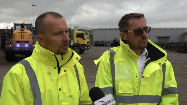 Michał Dzioba (po lewej), prezes Zakładu Utylizacyjnego, oraz Sławomir Kiszkurno, prezes Portu Czystej Energii, odpowiadali w czwartek na nasze pytania dotyczące ostatnich uciążliwości zapachowych z terenu wysypiska.