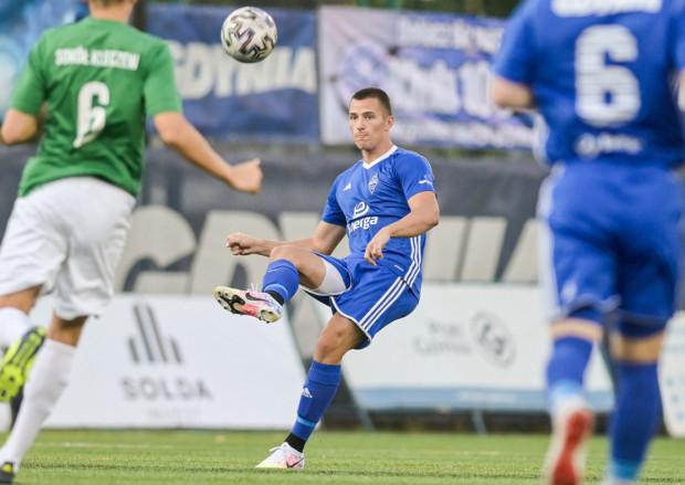 Szymon Nowicki niemal całe życie grał w formacjach ofensywnych. W Bałtyku Gdynia występuje jednak na prawej obronie i świetnie się w tej roli sprawdza. Biało-niebiescy są drugą najlepszą drużyną całej ligi pod względem traconych bramek.