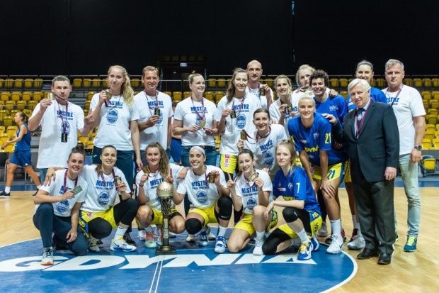 Przed derbami z Politechniką Gdańską, koszykarki VBW Arki Gdynia odebrały medale za mistrzostwo Polski zdobyte w sezonie 2019/20.