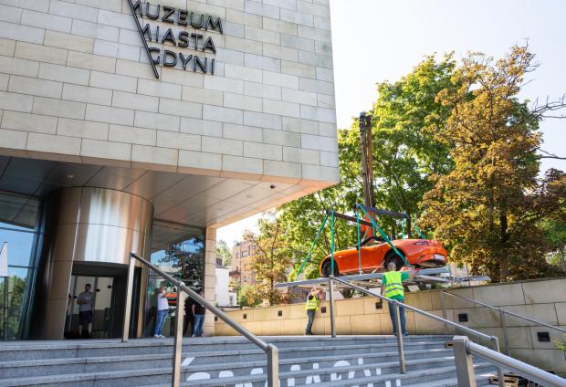 Podczas wystawy w Muzeum Miasta Gdynia odwiedzający będą mieli okazję z bliska przyjrzeć się Maździe MX-5.