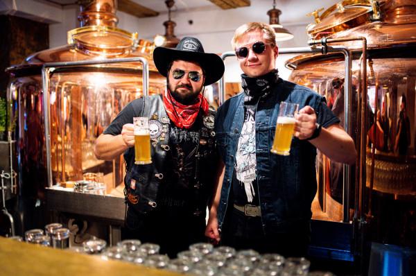 Specjalnie na tydzień amerykański, piwowarzy Bartosz Nowak i Emil Bugała uwarzyli piwo IPA.