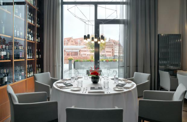 Z restauracji Mercato widać Motławę oraz miejsce, które w ubiegłym tysiącleciu służyło do targowania rybami.