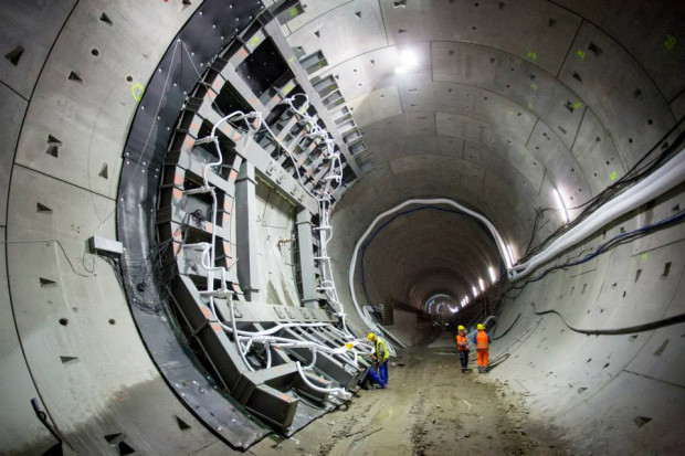 Budowa tunelu kosztowała 880 mln zł. Podwodna przeprawa została oddana do użytku w kwietniu 2016 r.