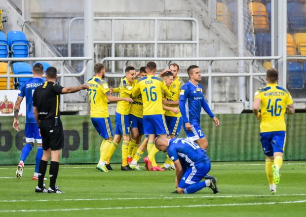 Piłkarze Arki Gdynia po zwycięstwie nad Miedzią Legnica 4:0 nie tylko się cieszyli, ale od razu analizowali też... błędy, które zdarzyły im się w tym meczu.