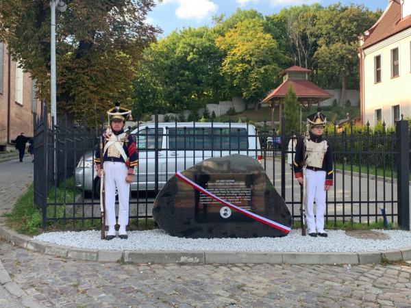 Zdjęcia z uroczystego odsłonięcia pomnika