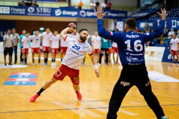 Torus Wybrzeże Gdańsk trafiło tylko 11 z 19 rzutów karnych w pierwszych trzech meczach PGNiG Superligi. W dwóch z tych spotkań ten element przesądził o ich porażkach. Na zdjęciu Mateusz Wróbel.